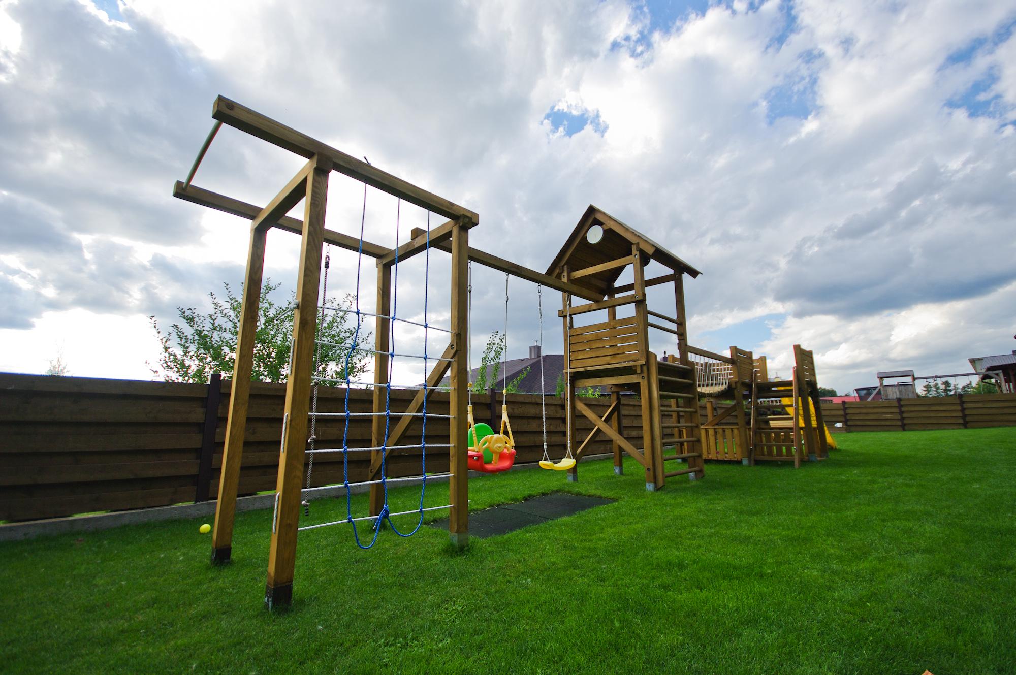 Diy kids playground project jono udrio tinklara tis for Diy backyard playground